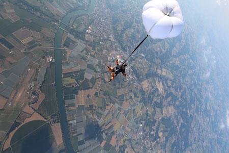 Saut parachute avec Parachutisme occitana